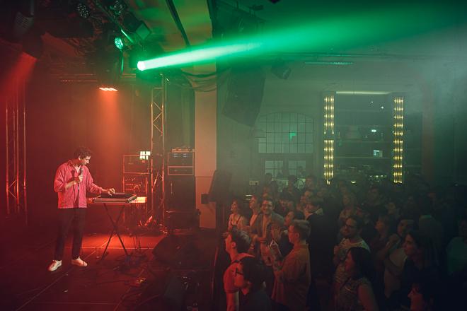 Laser & bas på Slaktkyrkan