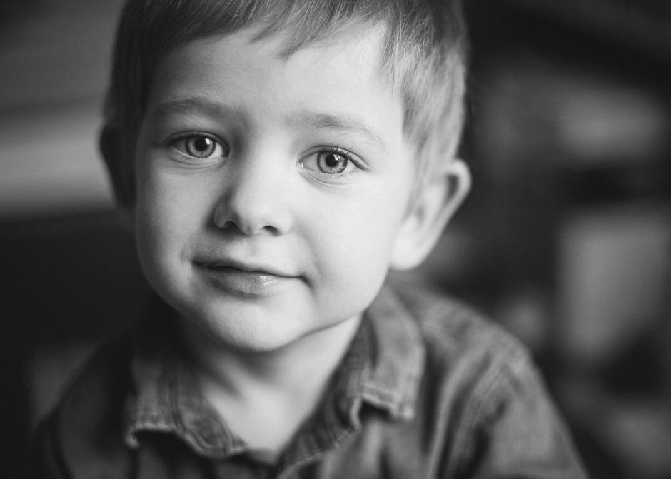 Barnfotografering hemma hos familj